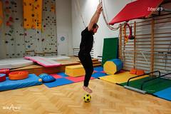 Skoki nad piłką