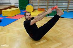 Siad równoważny ze ścierką trzymaną za stopami