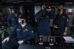 Sailors stand watch on the bridge of USS Detroit (LCS 7) as the ship pulls into Colon, Panama.