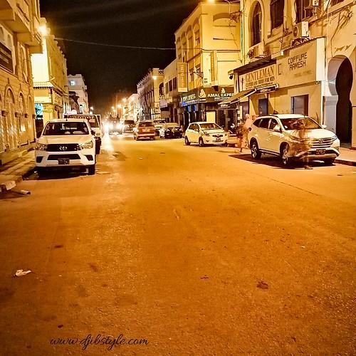 Nighttime in Djibouti Downtown . . . #travelphotography #travel #Djibouti #Summer #nightlife #Night #whereisthisplace #Eastafrica #Africa #Djibstyle_mag #Balade #sortie