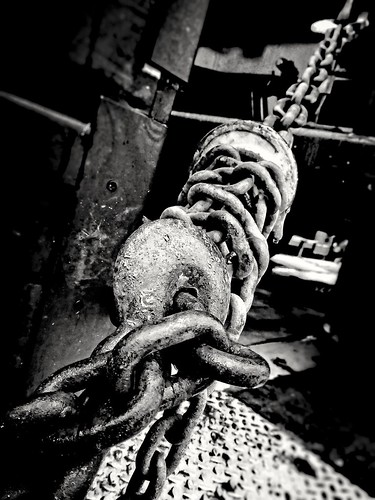 hook and chain ©  Sergei F