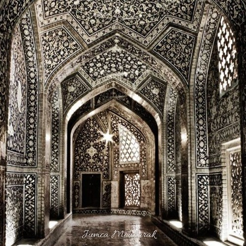 Jumca Moubarak. Masjid Loft-Allah. Isfahan. Iran . . . #jumcamubarak #friday #prayers #Djibouti #Weekend #Eastafrica #Africa #Djibstyle_mag #ramadan2020 #NearEid