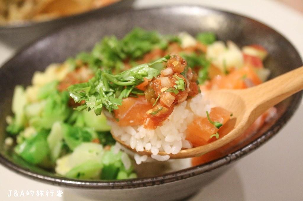 超人氣JJ's Poke & Cafe 自由搭配夏威夷生魚沙拉飯清爽又好吃 @J&A的旅行
