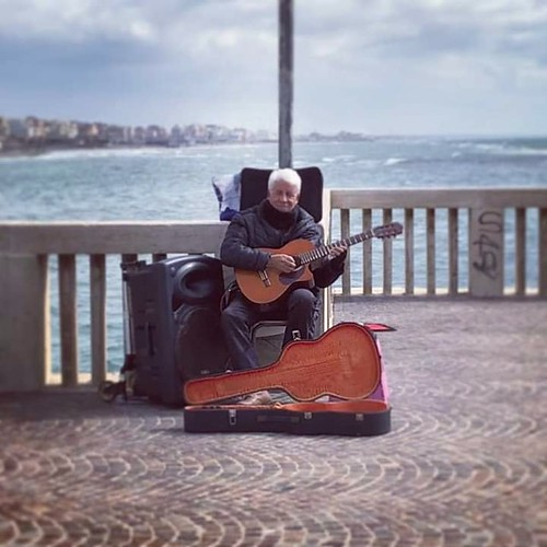 George #chitarrista 🎸 #artedistrada #busker #pontilediostia 🎥#elettriv💻📲 #canalemusicale #webtv musicadistrada #musicaoriginale 🎵 #webtvmusicaoriginale #playlist #sottosuolo #musica 🔊 #underground #