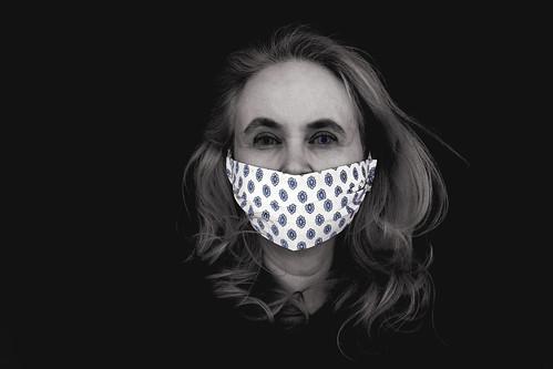 Corinne Aeberhard · Selbstportriat mit Stoffmaske