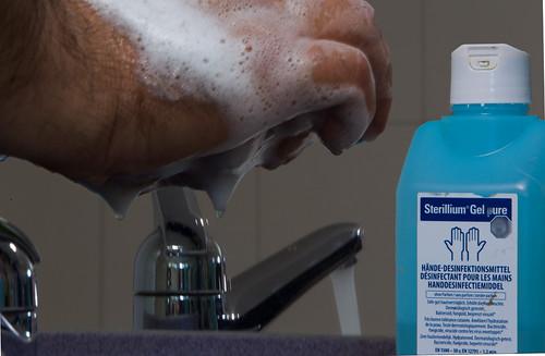 Thomas Nyffeler · Hände waschen, waschen, waschen und oder desinfizieren