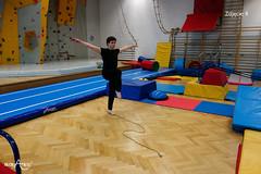 Przejście tip-topami podnosząc kolano do góry po skakance
