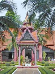La cour intérieure du musée national du Cambodge (Phnom Penh)