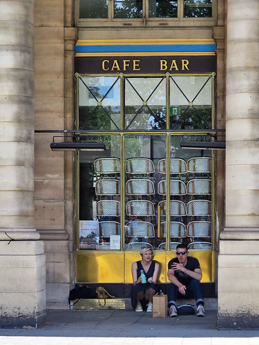 Cafe Bar 'Le Nemours' on Place Colette is still closed
