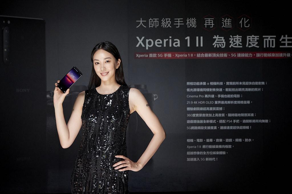 圖說、Xperia 1 II延續21:9寬螢幕設計,並推出鏡紫、耀黑、羽白三款質感手機顏色(2)