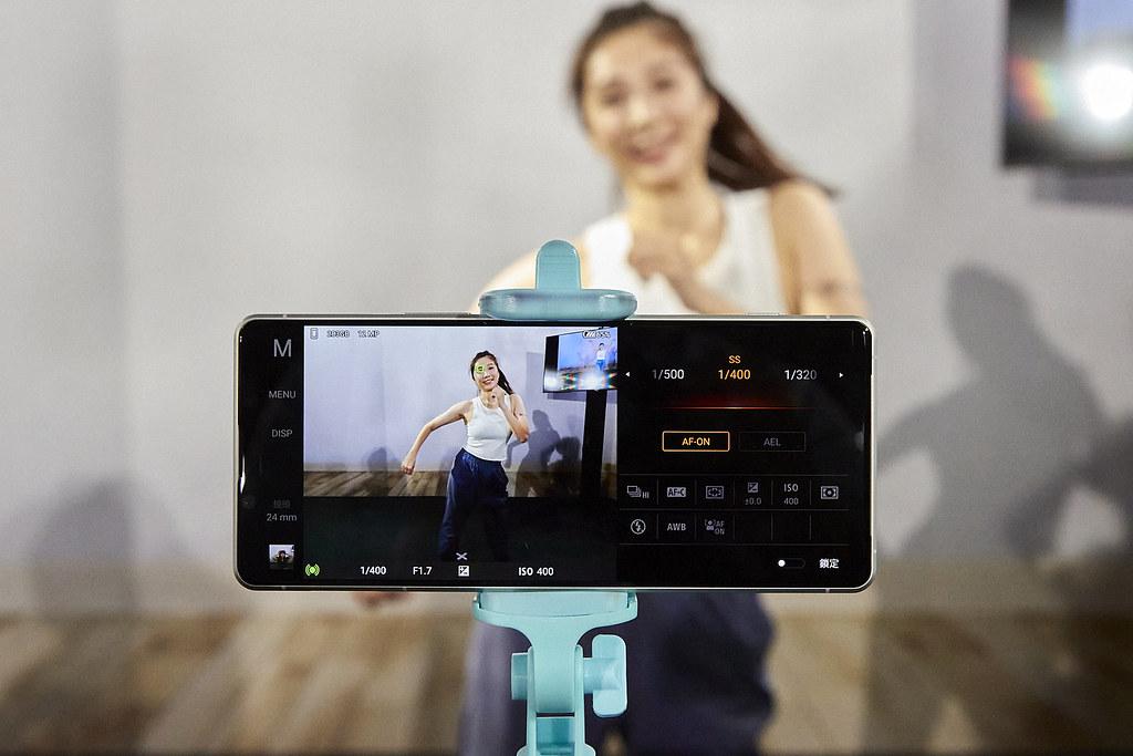 圖說、Xperia 1 II為智慧手機界全球首創每秒高達20張高速連拍,並在高速連拍的同時搭配每秒60次自動對焦及自動曝光AF/AE追蹤計算,帶...