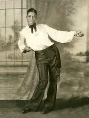 Anglų lietuvių žodynas. Žodis tap-dance reiškia n stepavimas lietuviškai.