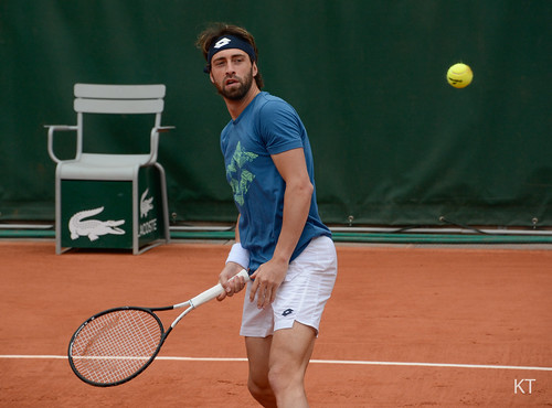 Nikoloz Basilashvili - Nikoloz Basilashvili, looking like he's never seen a tennis ball before