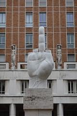 Statua del Dito Medio by Maurizio Cattelan @ Piazza degli Affari @ Milan