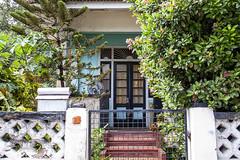 0556 50's House and Ixora Tragarete Rd. 10-24-2010 9-45-019