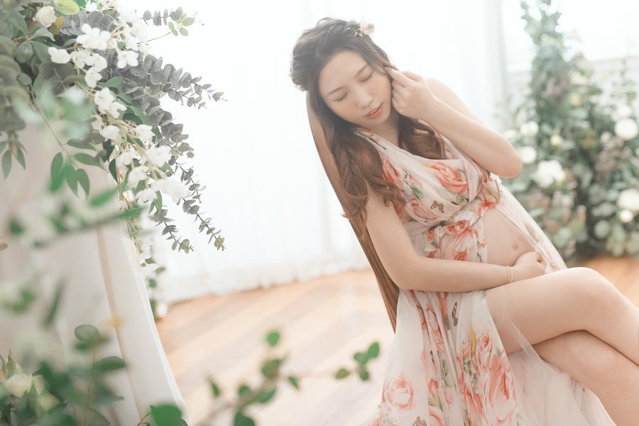 50011704286 e08af4ba11 o 陪伴孕期的一家人|孕婦寫真