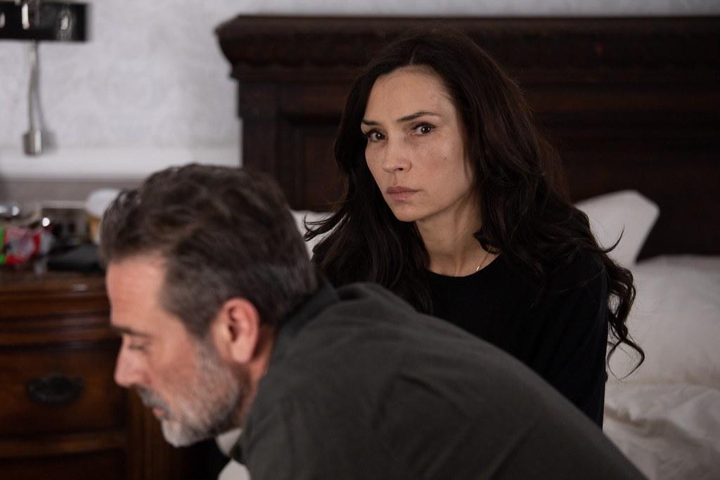 《X戰警》琴葛蕾與《陰屍路》尼根在《明信片謀殺案》攜手為愛女揪出兇手