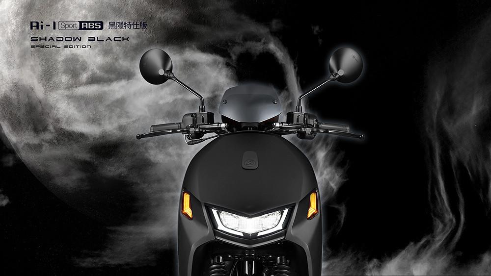 圖說二、Ai-1-Sport-ABS-黑隱特仕版獨家採用鈦銀電鍍風鏡,全鑽切輪框與黑色卡鉗搭配消光黑設計,完美呈現運動潮流外型。(2)