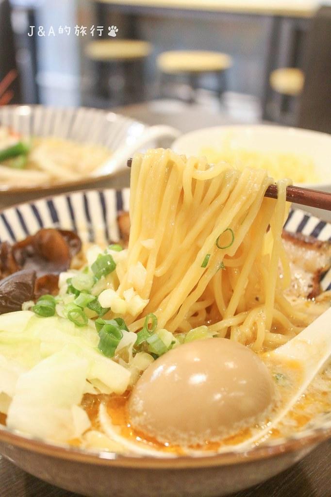 開漳拉麵。海陸拉麵一次擁有,炙燒叉燒香氣十足,可免費加麵一次 @J&A的旅行