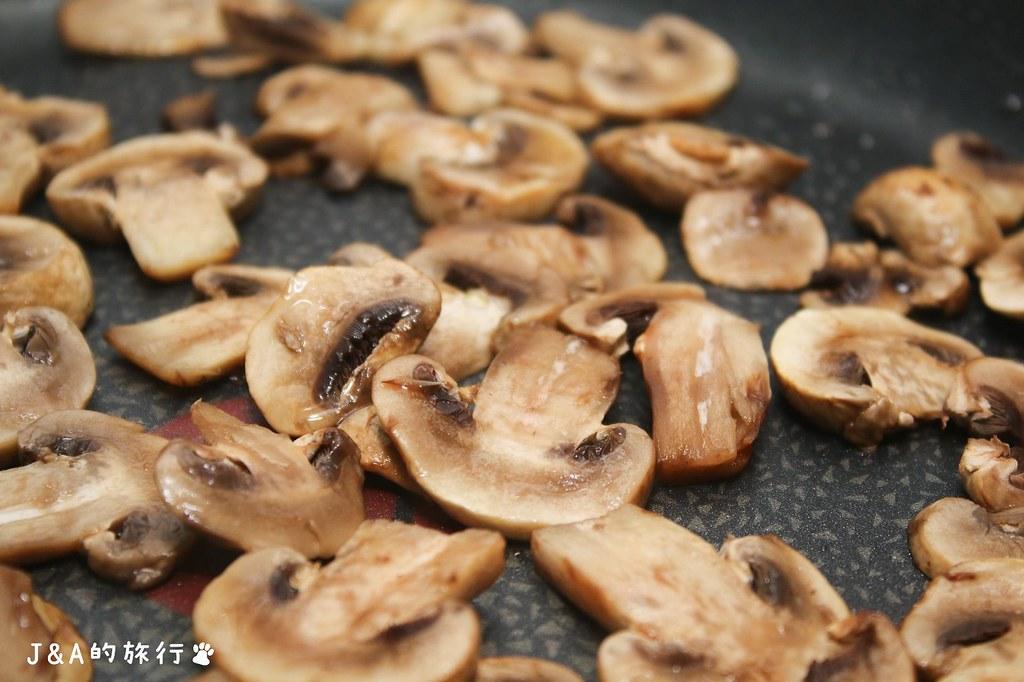 【食譜】奶香蘑菇烤馬鈴薯 @J&A的旅行