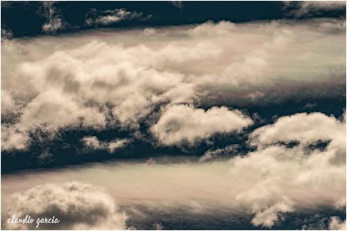 Admirando las nubes / Admiring the clouds