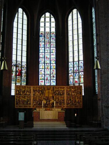 37 Han Església interior