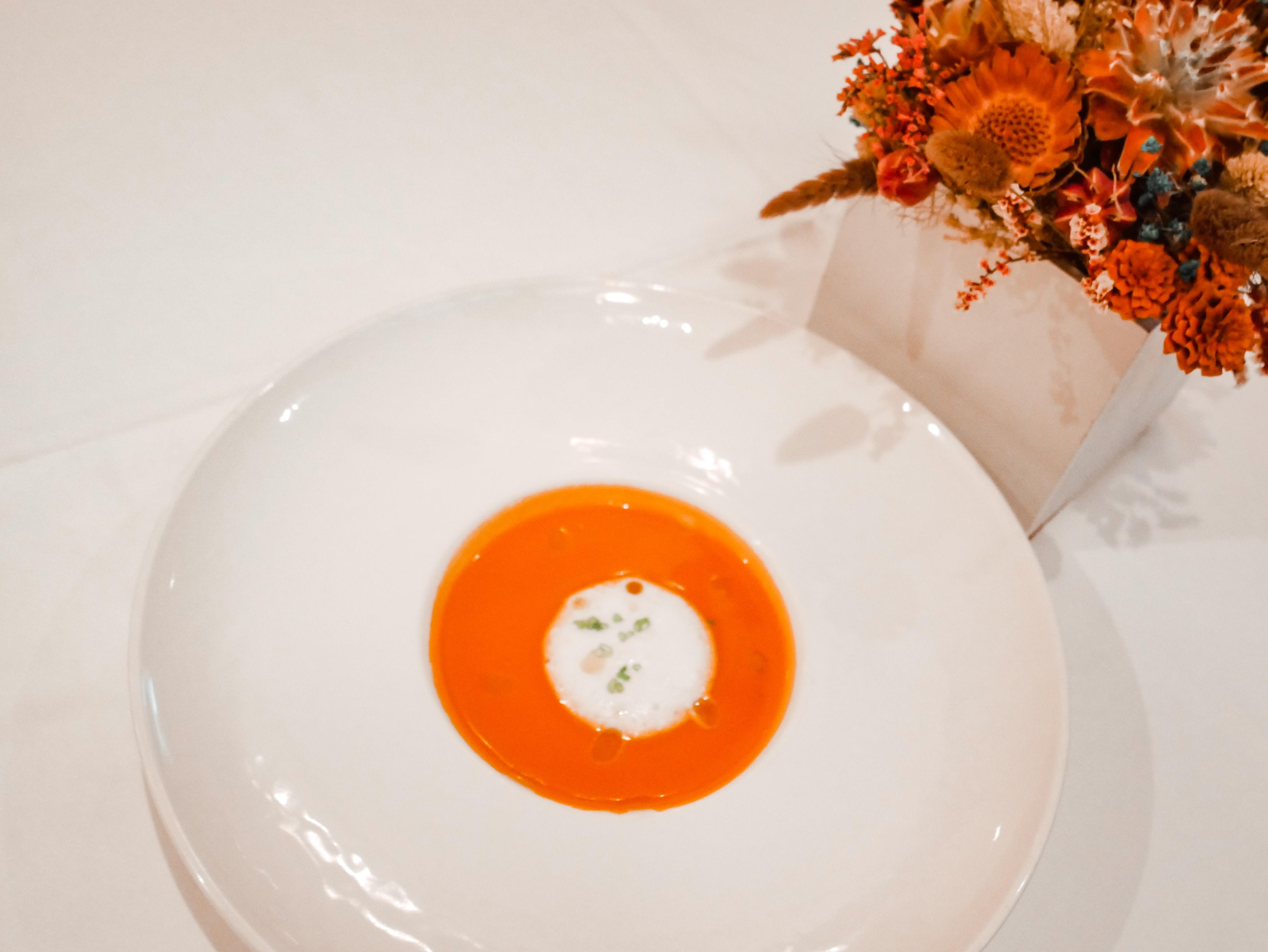 台北私廚推薦|香頌私宅洋樓|午間享用浪漫歐風無菜單料理  當月湯品-奶油蕃茄濃湯