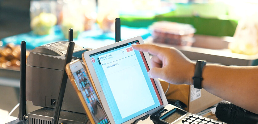 【圖四】iCHEF點餐網站功能讓攤販透過iPad輸入、管理線上及現場的訂單,透過每日自動產出的報表輕鬆同步資訊與分帳