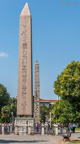 DSC0130 Obelisco de Teodosio, año 1490 a.C., en la Espina del Hipódromo de Constantinopla, Estambul, Turquía
