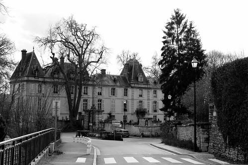 Un château en bordure, Aveny