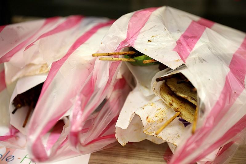 中和廟口烤肉攤全程碳烤不油炸排隊人氣美食57