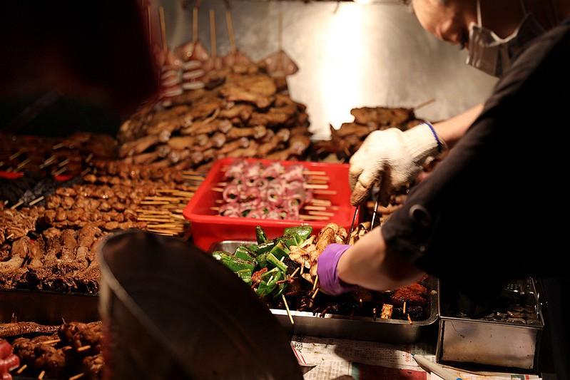 中和廟口烤肉攤全程碳烤不油炸排隊人氣美食44