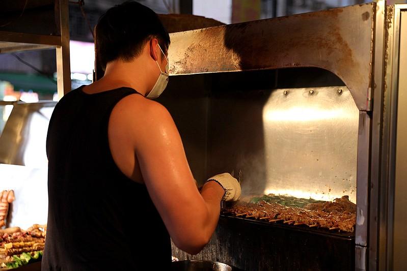 中和廟口烤肉攤全程碳烤不油炸排隊人氣美食19