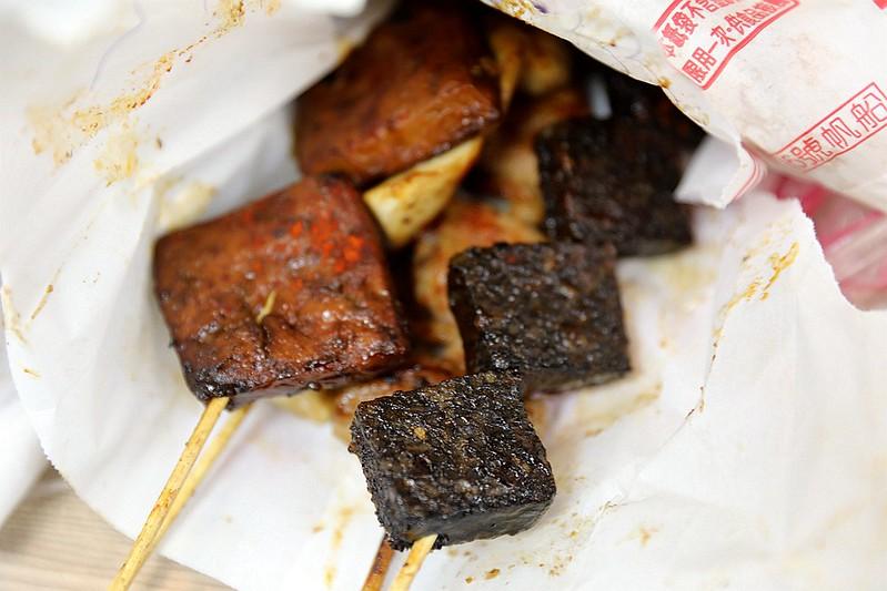 中和廟口烤肉攤全程碳烤不油炸排隊人氣美食68