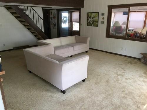Lake home old carpet 8-11-2018 (6)