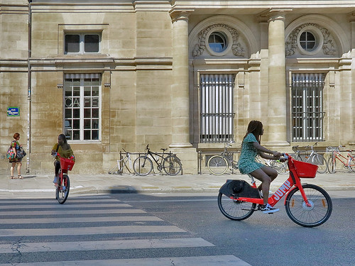 Girls on bicycles in front of the Palais-Royal