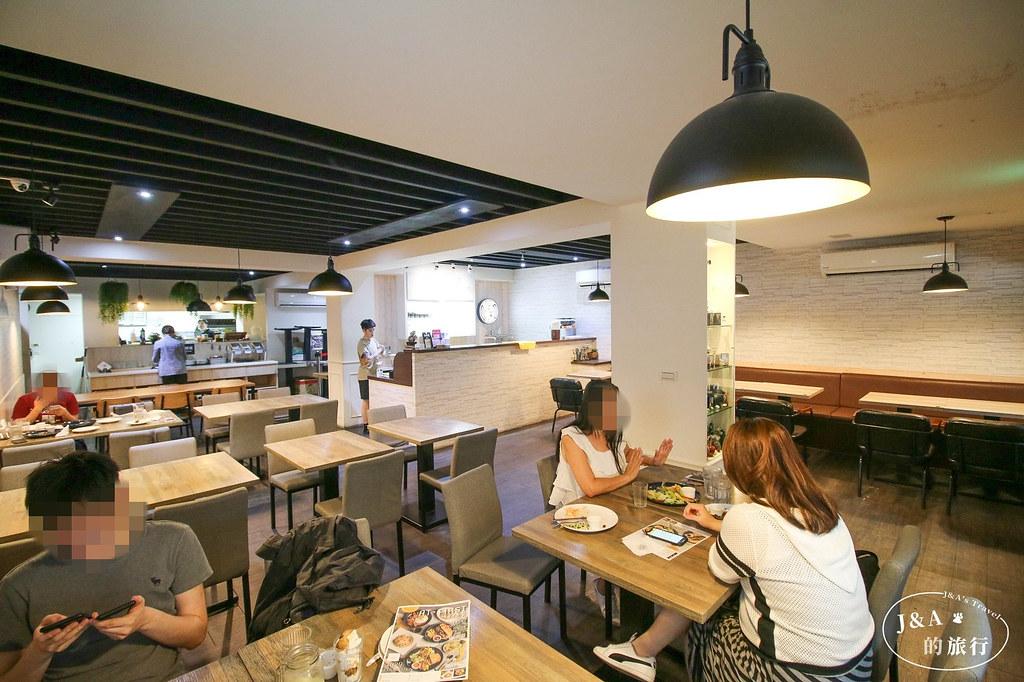 大份量早午餐在台北東區就吃的到,泰式咖哩飯一次品嚐海陸兩種風味。At.first brunch緣來早午餐 @J&A的旅行