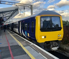 Photo of 323232 at Manchester Piccadilly