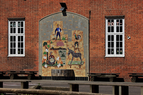 "Brüder-Grimm-Schule (06) • <a style=""font-size:0.8em;"" href=""http://www.flickr.com/photos/69570948@N04/50085746921/"" target=""_blank"">View on Flickr</a>"