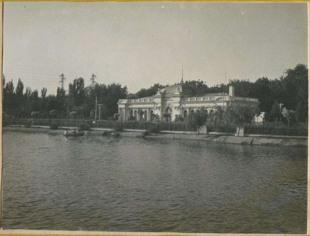 фото: Парк Глобы - Озеро и станция 'Пионерская' 1953-41-1 PAPER1600 [Бусыгина Н.Д.]