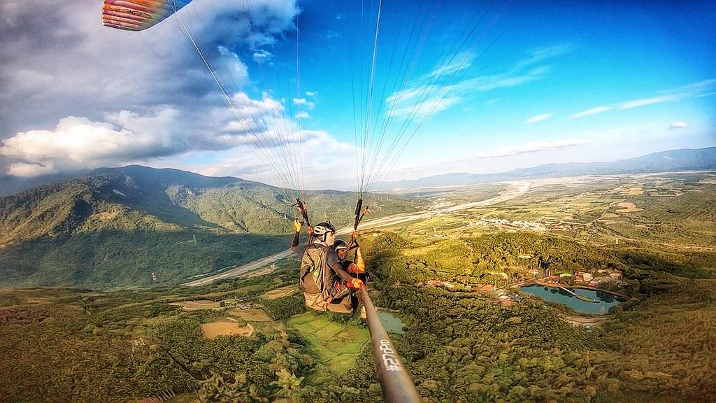 圖6 - KLOOK線上旅展花蓮滑翔傘飛行體驗現折100元,讓你可以用雄鷹的視角俯瞰太平洋風景與美麗的海岸山脈