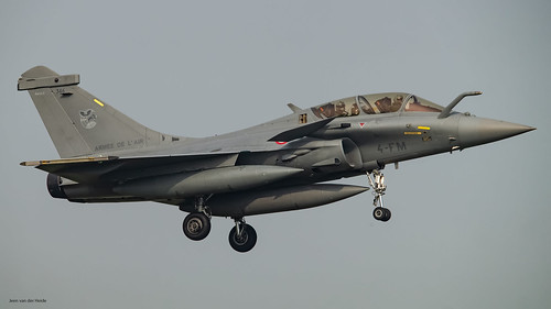 French Air Force Rafale B 346 on short finals runway 05 EHLW