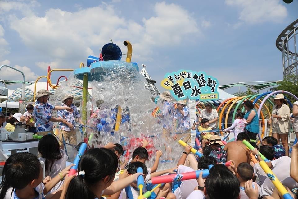 圖2 - 購買《臺北市兒童新樂園》一日歡樂票現場即可以悠遊卡加購「小小水樂園」門票,優惠價30元