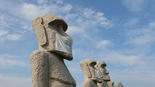 Moai statues will also wear mask to prevent the spread of the Covid-19!