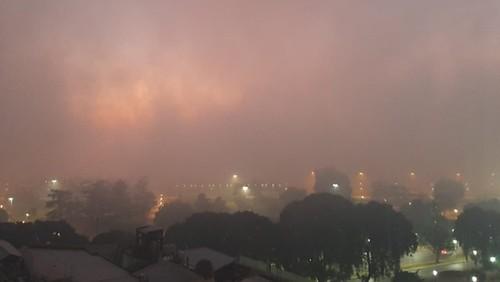 ROSARIO bajo el humo de la quema de pastizales en Entre Rios y algo de niebla 2020-07-17