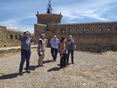 """Celebrado el acto de descubrimiento de la placa del Premio Hispania Nostra 2020 a la App para la reconstrucción virtual del Castillo de San Vicente de la Sonsierra • <a style=""""font-size:0.8em;"""" href=""""http://www.flickr.com/photos/141347218@N03/50158356061/"""" target=""""_blank"""">View on Flickr</a>"""