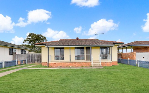 6 Waterhouse Pl, Airds NSW 2560