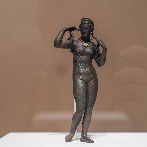 Statuette of Aphrodite Anadyomene (3)
