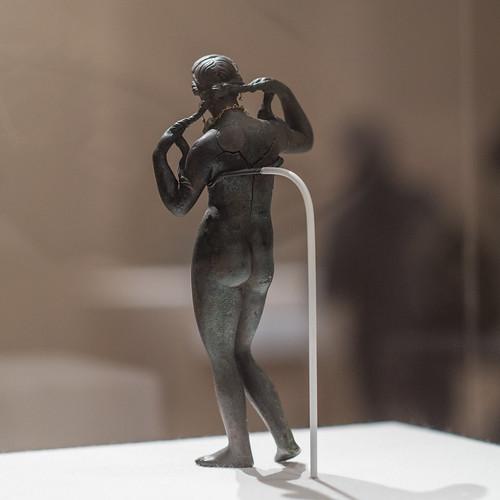 Statuette of Aphrodite Anadyomene (4)
