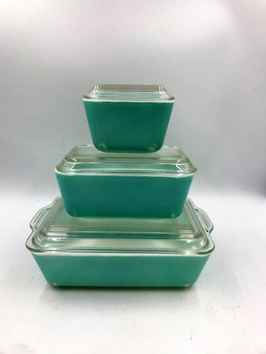 6 pieces Vintage Turquoise Pyrex Refrigerator Dishes (143.64)